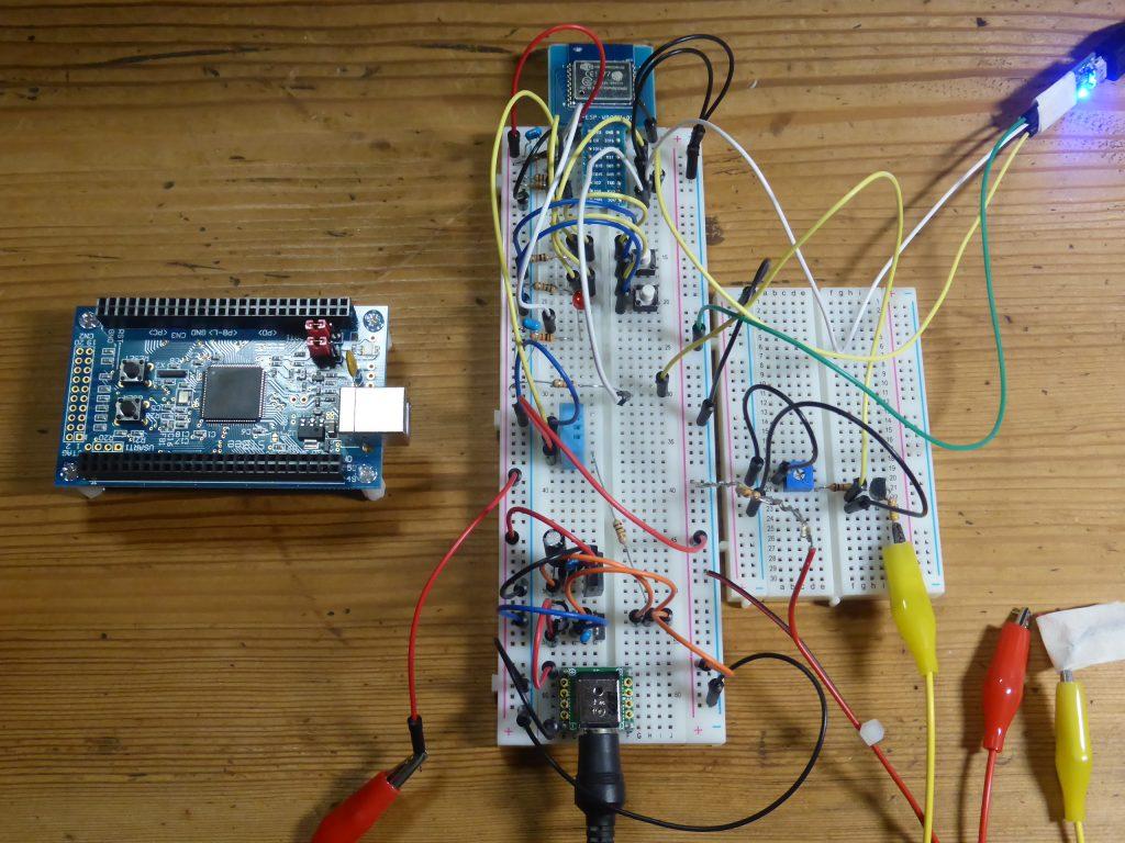 STM32マイコン(左)からESP-WROOM02(中央)に乗換え、プログラムを移植