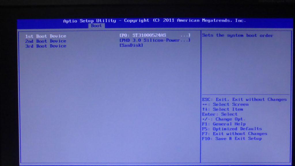BIOS設定画面に設定された「1st Boot Device」のハードディスク
