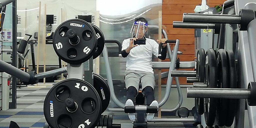 トレーニングでは、フェースシールド(フェースガードを着用すると、呼吸が楽である